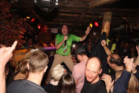 Guildo Horn in der Latschnalm feiert Party mit...